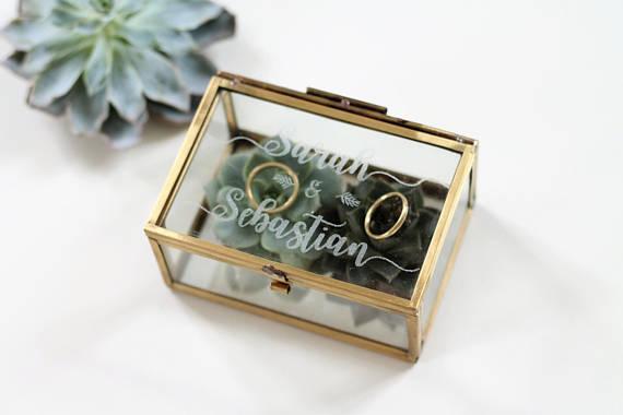 Alternative zum Ringkissen graviertes Ringkästchen